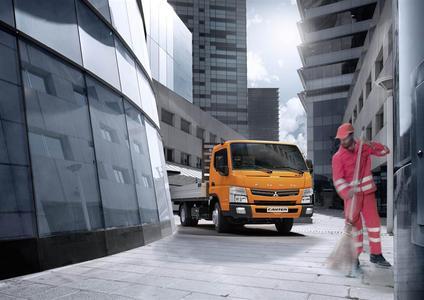 Multifunktionale Fahrzeuge mit innovativen Aufbauten und zukunftsorientierten Antrieben sind auf dem Messestand 321 der Daimler AG in der Halle C4 sowie auf Aktionsflächen im Freigelände zusehen: Canter