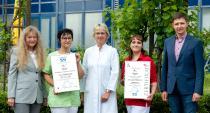 Das Qualitätsmanagementteam im Klinikzentrum Bad Sulza mit den Zertifikaten   Foto: © Toskanaworld