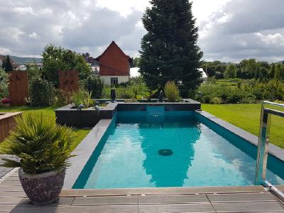 Schwimmteiche und Naturpools: Der Traum vom Badespaß im Eigenheim