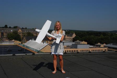 Elena Rothschild hat neben zwei verschiedenen Bachelor-Abschlüssen auch mehrere Fluglizenzen erworben