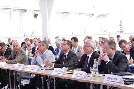 """Das Auditorium von """"Auto und Ausbildung. Das Forum"""" 2012"""