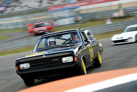 """Die """"Schwarze Witwe"""": Der berühmte Opel Rekord C nach Gruppe 5-Reglement / Foto: Adam Opel AG"""