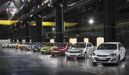 Ahnengalerie: Die zehn Generationen der Opel-Kompaktklasse auf einen Blick– von Kadett 1 bis Astra J (von links). Foto Opel AG