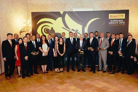 Vertreter der von Pirelli mit dem Supplier Award 2018 ausgezeichneten Zulieferer in der Mailänder Konzernzentrale
