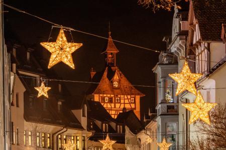 Konstanz Weihnachtsmarkt Weihnachtsbeleuchtung Hussenstrasse Schnetztor Winter Copyright MTK Dagmar Schwelle