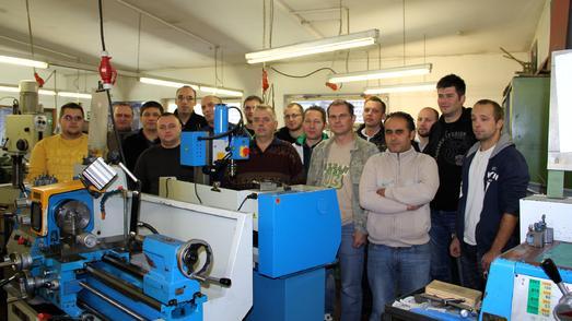 Die Teilnehmer der Weiterbildung zum Feinwerkmechaniker