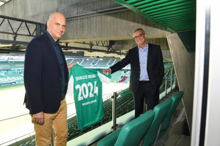 Partnerschaft verlängert: Klaus Filbry, Vorsitzender der Geschäftsführung des SV Werder Bremen und Thomas Fürst, Mitglied des Vorstands der Sparkasse Bremen (v.l.n.r.) / Foto: WERDER.DE