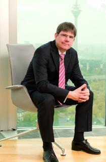Georg Mackenbrock, DMRZ.de-Geschäftsführer, gewinnt mit Forschungsteam einen internationalen KI-Wettbewerb.