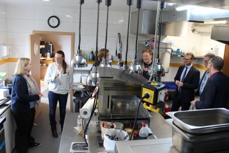 Das Herzstück des Betriebs: Die modernisierte Edelstahlküche