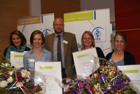 Kim Budelmann, Eunike Rahn, Prof. Dr. Christoff Zalpour, Katja Grabow und  Stella Seeberg freuen sich über den IFK-Wissenschaftspreis 2012