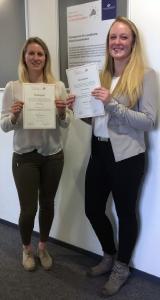 Malin Heitmeyer (rechts) und Esther Knopp sind die Trägerinnen des Preises für Innovation und Unter-nehmertum der Hochschule Osnabrück