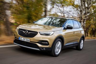Spitzendiesel für den Opel Grandland X: Ab sofort fährt das neue SUV auch mit dem 130 kW/177 PS starken Zweiliter-Turbodiesel vor – 400 Newtonmeter maximales Drehmoment inklusive
