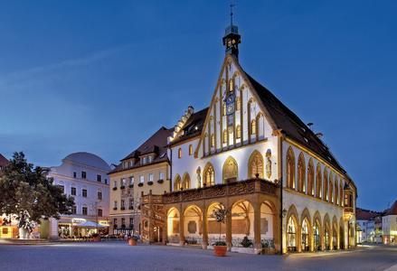 Eine Stadt wie aus dem Bilderbuch und jetzt auch noch zu Deutschlands l(i)ebenswertester Stadt gewählt:  Amberg in der Oberpfalz und Teil der Metropolregion Nürnberg. Foto: obx-news
