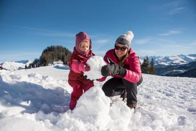 Schneemann bauen in den Hörnerdörfern im Allgäu