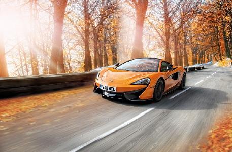 McLaren entwickelte mit seinem Reifenpartner Pirelli ein neues Winterrad- und Reifenpaket für die Modelle der McLaren Sports Series, ausgestattet mit Pirelli MC Sottozero 3 Winterreifen