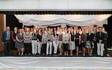 Abteilungsleiter und Geschäftsführung ehrten jetzt 40 langjährige Mitarbeiter des Reiseveranstalters alltours in Duisburg. Foto: alltours