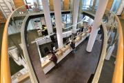Bis zu fünf Mitarbeitende können die Kundinnen und Kunden gleichzeitig betreuen (Copyright:Die Sparkasse Bremen)