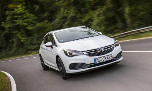 Moderne Technologien: An Bord des Astra hält die jüngste Generation des adaptiven Geschwindigkeitsreglers von Opel in der Kompaktklasse Einzug