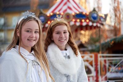 Christkind und Engel statten dem Adventsmarkt einen Besuch ab (© Foto Mayer)