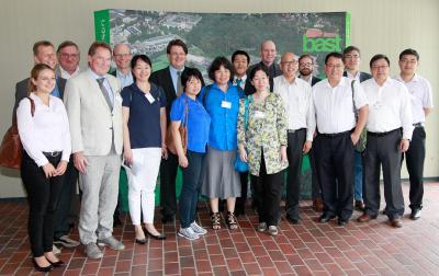 Michael Rohloff (vierter von links), Abteilungsleiter Straßenverkehrstechnik und Vertreter des Präsidenten der BASt, mit Teilnehmerinnen und Teilnehmern des 6. Deutsch-Chinesischen Straßenverkehrssicherheitssymposiums (Bild: Guido Rosemann, BASt)