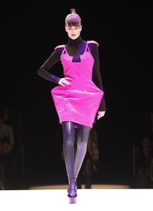 Die Fashion Show Next.09 der Akademie Mode & Design (AMD) war ein Erlebnis für alle Sinne. Parfümeure von drom fragrances präsentierten die passenden Düfte für ausgewählte Kollektionen der Nachwuchsdesigner.  Quelle: Edward Beierle, AMD