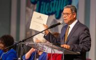 Juan Prestol-Puesán präsentiert den Finanzbericht 2018 der adventistischen Weltkirchenleitung