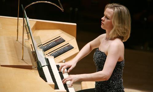 Iveta Apkalna an der Kuhn-Orgel der Philharmonie Essen (Foto: Sven Lorenz)