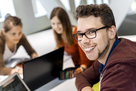Eine aktuelle Online-Befragung zeigt: Die große Mehrheit der Studierenden bewertet die Studienqualität und die Studienbedingungen an der Hochschule Osnabrück als gut oder sehr gut und studiert sehr gerne an der Hochschule Osnabrück