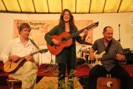 Im Christophsbad singen die zertifizierten Singleiter am Donnerstag, den 2. Februar, von 19 bis 21.30 Uhr gemeinsam mit dem Publikum Lieder, die Mut machen und Lebensfreude wecken