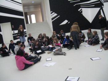 Junge Besucher in der Kunsthalle Mainz