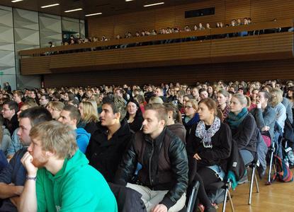 Die Hochschule Osnabrück hat 600 Studierende in der Aula am Westerberg feierlich begrüßt