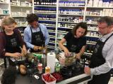 Sternekoch Torsten Götz kocht mit seinem KitchenCase bei Jüstrich Cosmetics