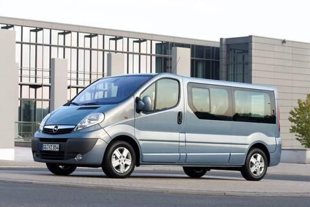Auf dem Caravan Salon 2010 in Düsseldorf präsentiert Opel in Kooperation mit dem Reisefahrzeugspezialisten Westfalia eine lange Version des Vivaro Life