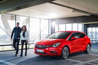 Premium-Auftritt: Äußere Kennzeichen des Opel Astra Ultimate sind das IntelliLux LED® Matrix-Licht, Solar Protect-Wärmeschutzverglasung, 18-Zoll-Leichtmetallräder und LED-Rückleuchten