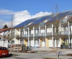 """Solaranlagen reduzieren ganzjährig den CO2-Ausstoß und können auch zum """"Betanken"""" von E-Autos und E-Bikes selbstgenutzt werden."""