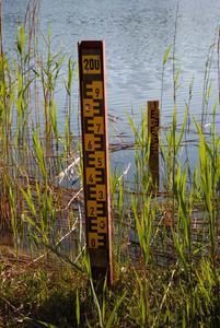 Wegen der gesunkenen Wasserstände mussten bereits zahlreiche Pegel neu gesetzt werden