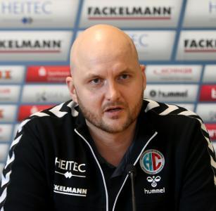 """HC-Cheftrainer Eyjolfsson: """"Wir spielen auf Sieg"""" (Foto: HJKrieg, hl-studios, Erlangen)"""