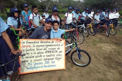 Schüler in Uribia, Nordkolumbien, mit ihren Fahrrädern / © Foto: Mauricio Buitrago/NOCU