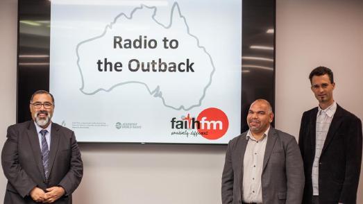 """Start der Ausstrahlung des Radiosenders """"Faith FM"""" über VAST (re. außen Michael Engelbrecht) / © Foto: Adventist Record"""