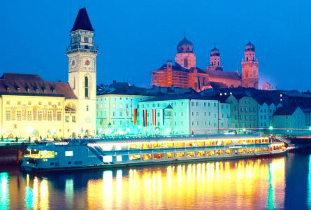 Schon Kaiserin Sisi war von der Drei-Flüsse-Stadt begeistert: die Donau in Passau an der Grenze zwischen Bayern und Oberösterreich, Foto: obx-news/Passau Tourismus