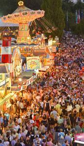 1,4 Millionen Besucher erwarten die Veranstalter auch in diesem Jahr zum Straubinger Gäubodenvolksfest, Bayerns zweitgrößtem Volksfest - in diesem Jahr vom 7. bis 17. August.  Foto: Fotowerbung Bernhard