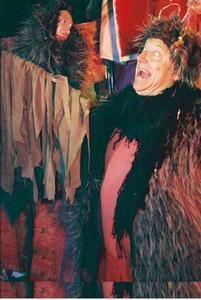 """Inszenierungsfoto """"Der Teufel mit den drei goldenen Haaren"""" (Foto: Dresdner Figurentheater)"""