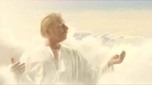 """Unglaubliche Opel Ampera-e-Reichweite: Im Himmel angekommen, fragt der plattgefahrene Maikäfer Gott, warum er ihm kein Zeichen gegeben habe. Die einfache Antwort: """"Ich habe es selbst nicht geglaubt."""""""