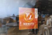 MomenZ Sticker an der Tür eines Partnerrestaurants.