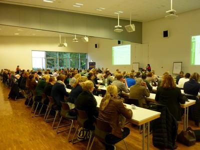 Über 150 Teilnehmerinnen und Teilnehmer aus Deutschland, den Niederlanden und der Schweiz tauschten sich bei der 1. Internationalen Netzwerktagung Pferdewissen an der Hochschule Osnabrück