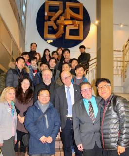 Eine südkoreanische Delegation informierte sich in der Bildungsakademie Tübingen der Handwerkskammer Reutlingen über die überbetriebliche Ausbildung in Deutschland