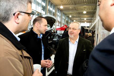 Opel-Deutschland Chef Jürgen Keller (links) in Gespräch mit Johan Willems, Geschäftsführer Kommunikation der Opel Group (rechts), © GM Company