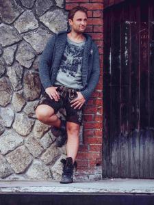 """""""Coole Tracht mit Liebe gemacht"""": Das niederbayerische Label """"hangOwear"""" bringt aus Waldkirchen im Bayerischen Wald mächtig frischen Wind in die Trachtenmode. Foto: obx-news"""
