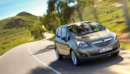 Opel wertet den Flexibilitäts- und Ergonomie- Champion Meriva speziell für komfortorientierte Kunden weiter auf. Die europaweite Nummer eins im Monocab-B-Segment (25 % Segmentanteil in 2011) ist ab sofort auch als 1.4 Turbobenziner (88 kW/ 120 PS) mit Automatikgetriebe bestellbar – zusätzlich zum bereits bestehenden 1.7 CDTI-Diesel-Automatikangebot