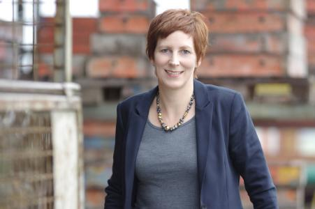 Michaela Dettmann, Geschäftsführerin der Anton Steininger GmbH, beweist mit ihrem Projekt, dass sich die Azubisuche in Tschechien für bayerische Unternehmen lohnen kann.  Foto: obx-news/Benjamin Franz